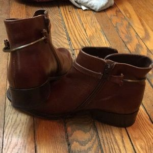 VERO CUOIO Booties. Size 8.5.